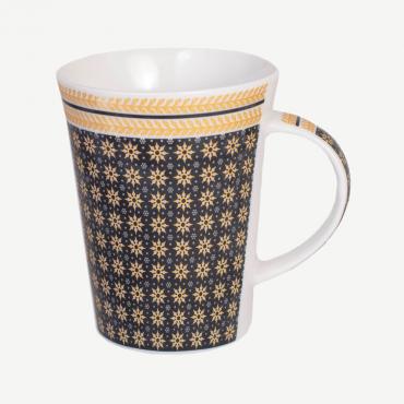 Taza con diseño dorado